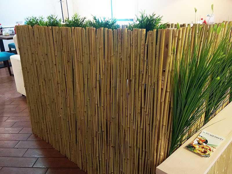 Бамбуковый забор в декоре