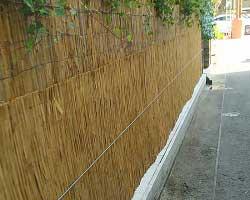 Тростниковые маты в качестве декоративной изгороди