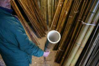 Берём ствол бамбука и изучаем на предмет кривизны