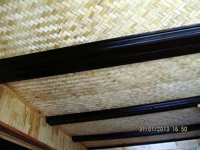 Бамбуковые плиты Восток на потолке