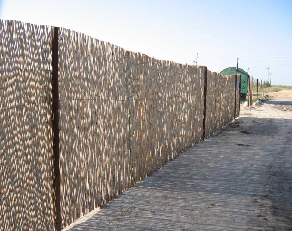 Декоративный забор из тростниковых матов