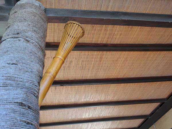 Бамбуковые обои. Оформление потолка