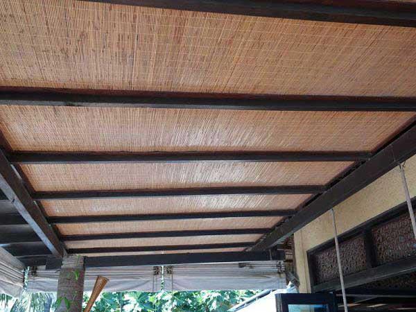 Бамбуковые обои с нитью. Оформление потолка