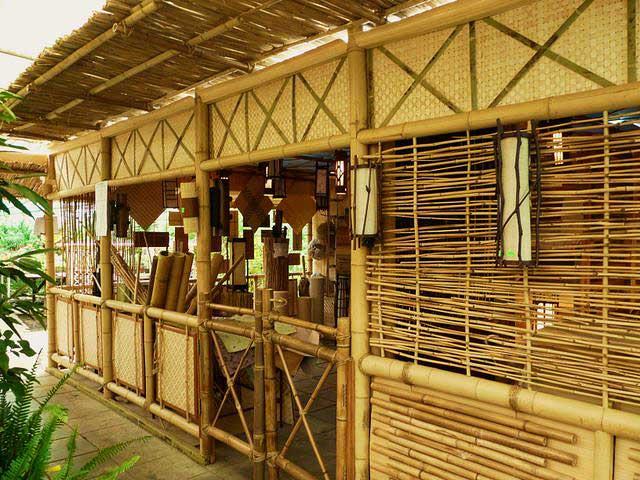 Торговый павильон из бамбука и тростника