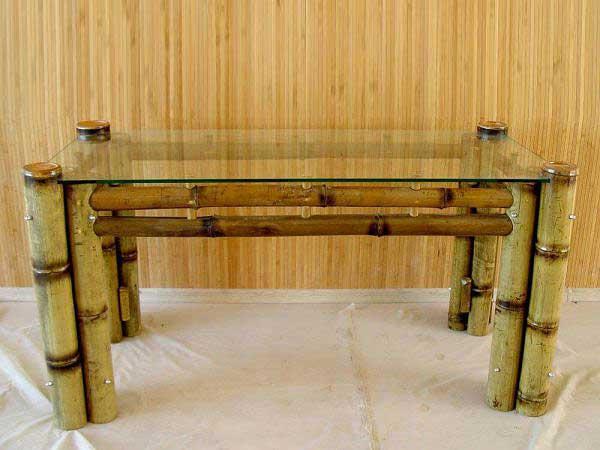 Столик из бамбука в интерьере