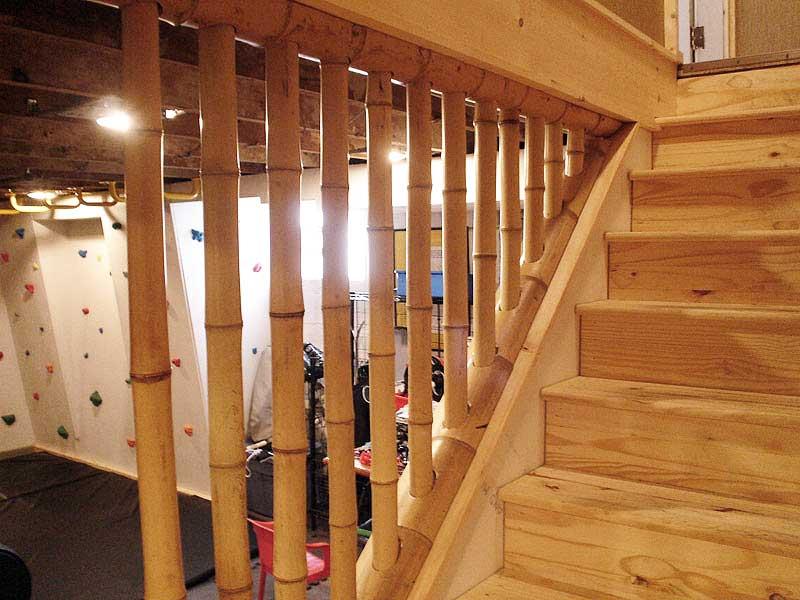Бамбук в лестничном проёме