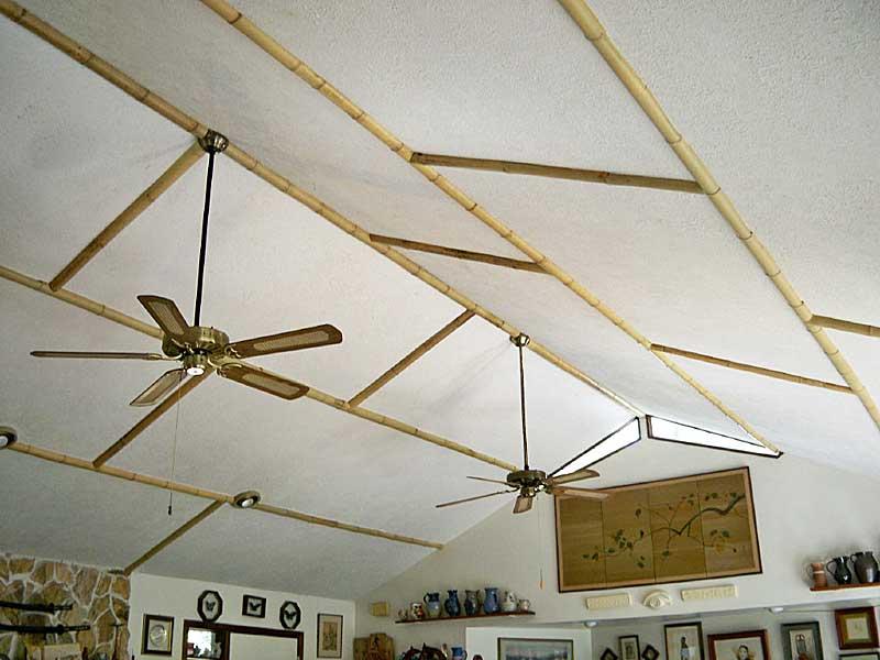 Натуральный бамбук на потолке
