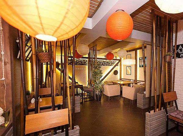 Стволы бамбука в кафе