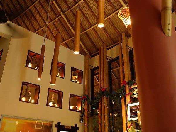 Бамбуковые стволы в качестве декоративного освещения