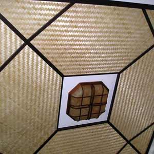 Бамбуковые плиты на потолке