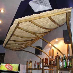 Барная стойка из бамбука и камыша
