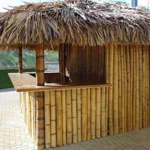 Барная стойка из бамбука и<br />пальмового листа