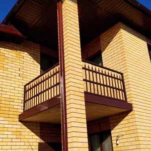 Тростниковые маты на балконе