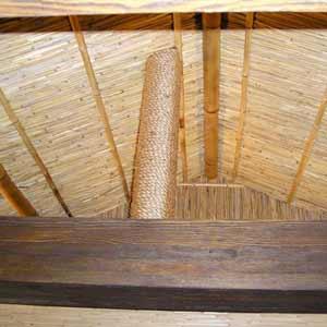 Декоративное оформление<br />потолка камышовыми матами