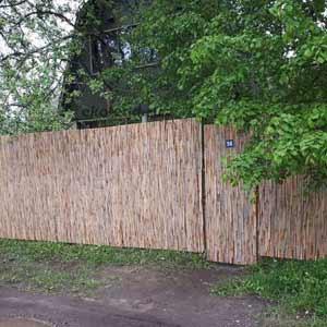 Тростниковый забор и сетка рабица_1