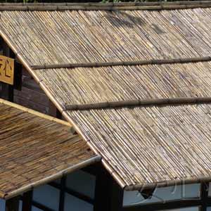 Тростниковые маты и бамбук,<br />крыша чайного домика
