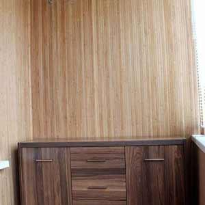 Бамбуковое полотно на стене