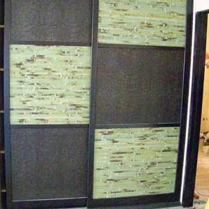Бамбуковое полотно в дверях шкафа