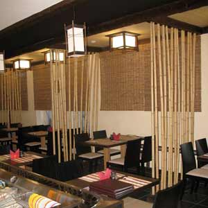 Бамбуковые стволы в<br />интерьере кафе
