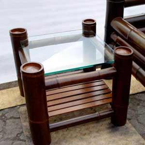 Бамбук в интерьере. Столик<br />из бамбука.