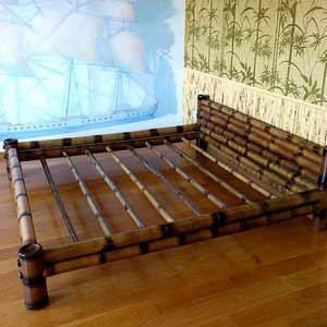 Бамбуковая кровать в интерьере