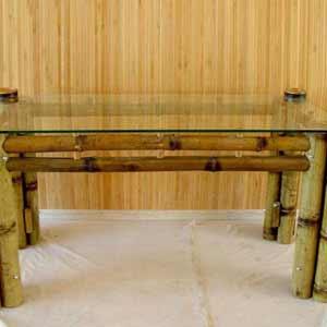 Столик из бамбука в<br />интерьере