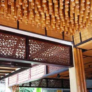 Оформление потолка<br />бамбуковыми стволами