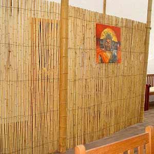 Бамбуковый забор в<br />интерьере