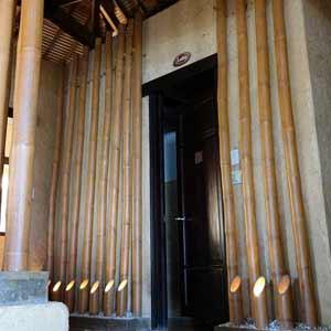 Бамбуковые стволы в<br />интерьере ресторана