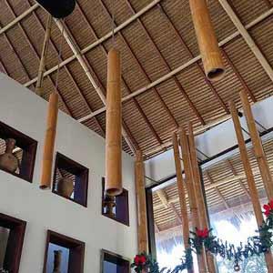 Бамбуковые стволы в качестве декоративных светильников