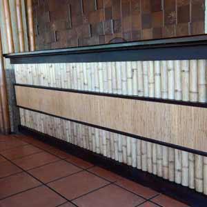 Оформление стойки бамбуком<br />и бамбуковым полотном.